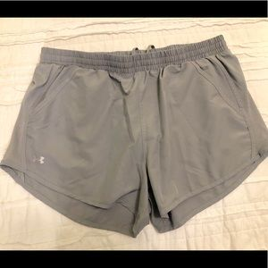 Women's Large Under Armour Athletic Shorts